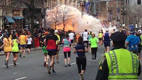 Imagen de la explosión en la maratón de Boston. Un artículo de Andrea Díaz Sánchez para ColumnaZero.