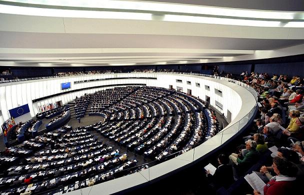 ¿A QUÉ SE COMPROMETEN LOS PARTIDOS ESTAS ELECCIONES EUROPEAS? DATOS E INTERÉS DEL 25M