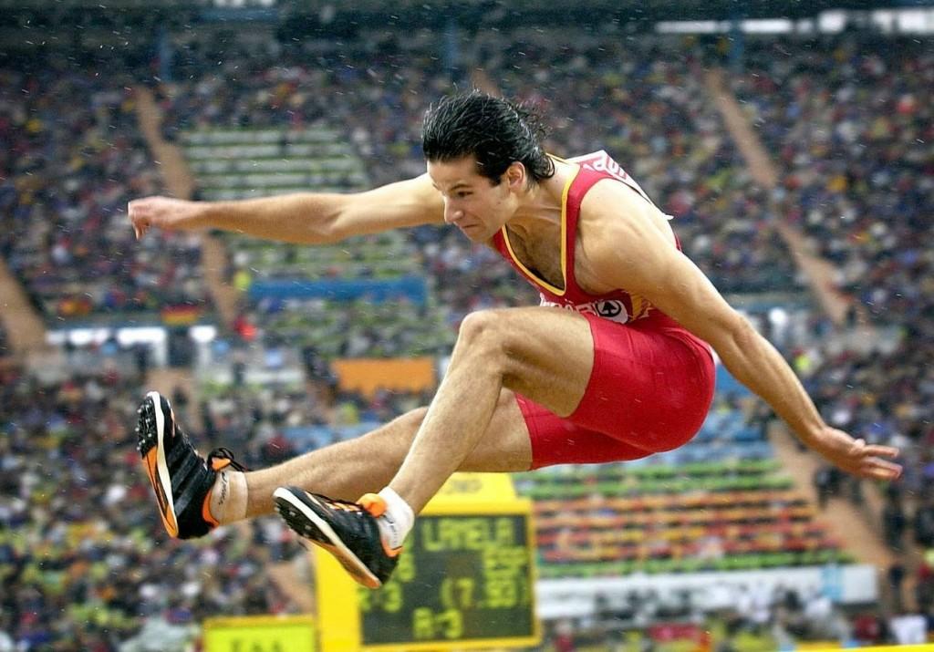 El atleta español Yago Lamela durante la final de salto de longitud de los Campeonatos de Europa de Atletismo que se disputan en el Estadio Olímpico de Munich (Alemania). EFE/dpa/epa/MATTHIAS SCHRADER/bal
