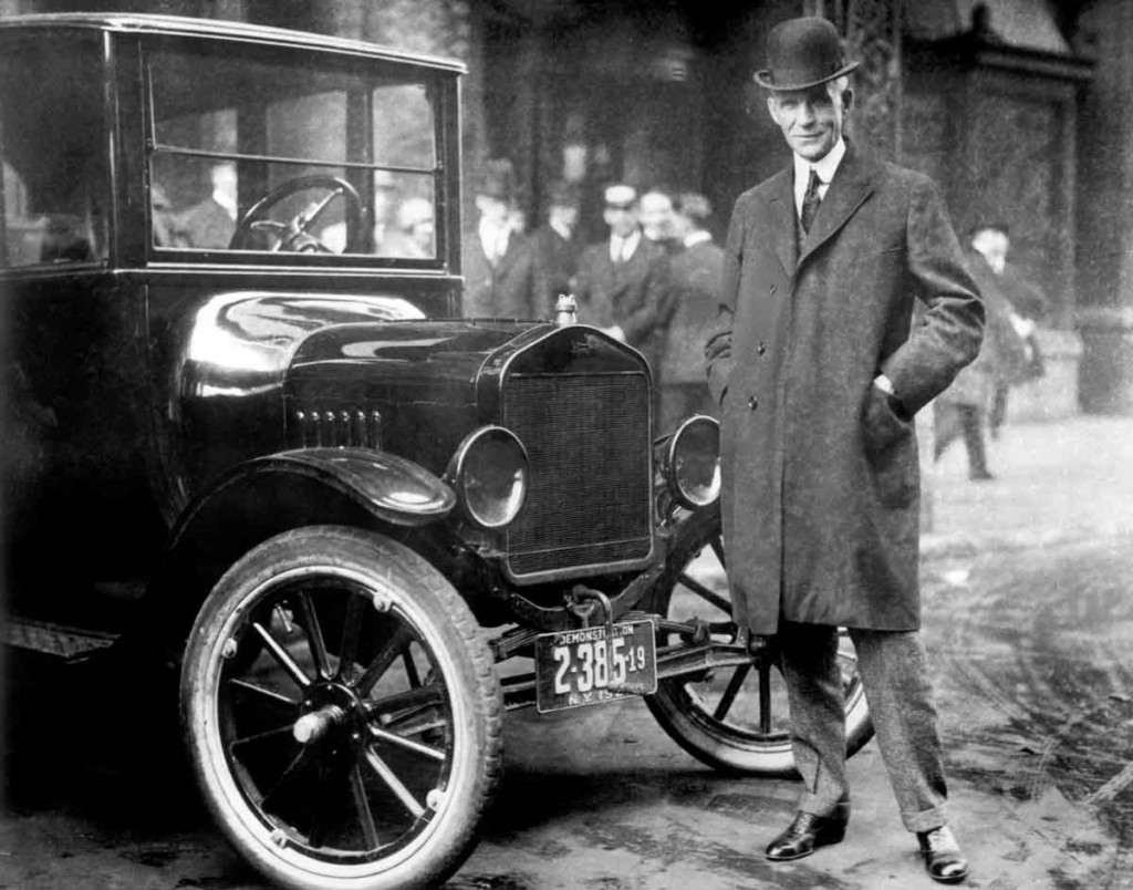 Henry Ford con el Ford T.
