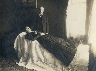 TRADICIONES DEL SIGLO XIX: LA FOTOGRAFÍA POST-MORTEM