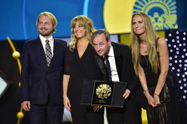 El equipo de Sparrows recogiendo su Concha de Oro a Mejor Película.