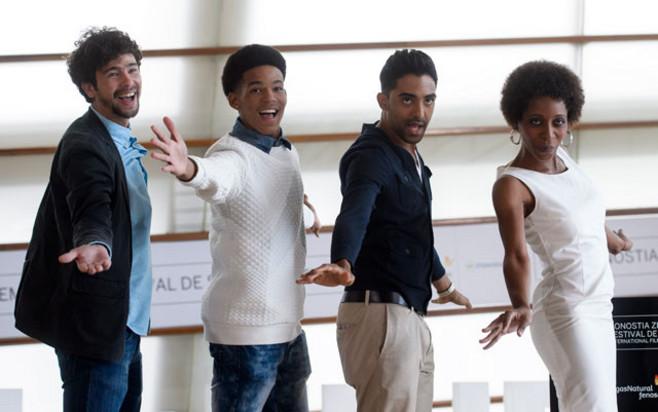 """El elenco de actores de """"El rey de La Habana"""" durante la presentación de la película."""