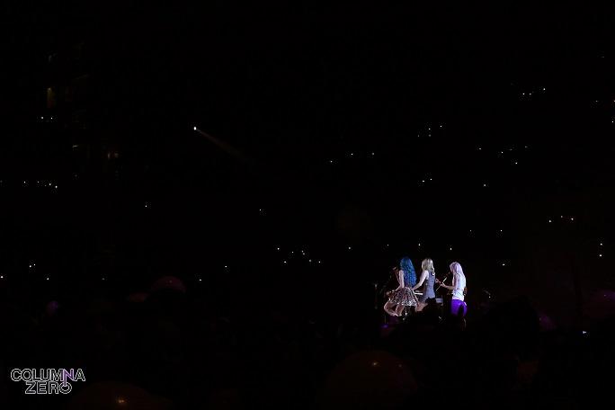 También hubo momentos íntimos. La banda española cantó una balada delante de un cielo de estrellas.