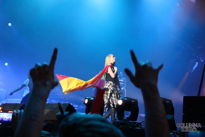Iggy no dudó en cubrirse con la bandera de España en el que era su primer show en España.